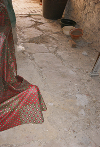 Le sol du mas en pierre