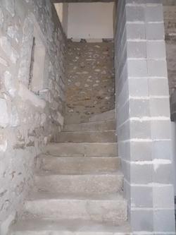 escalier du mas en cours de réalisation