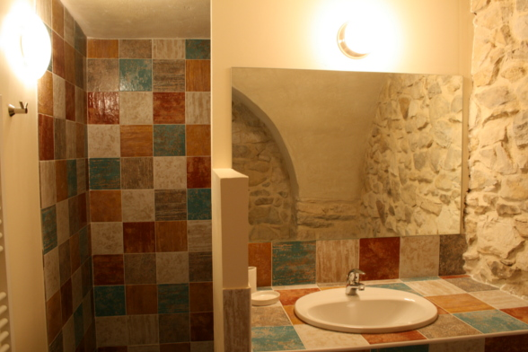 la salle de bain de la chambre d'amis