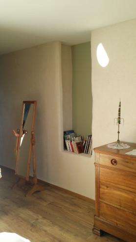 Mur en chanvre et chaux pour la rénovation d'une maison de village dans le Gard