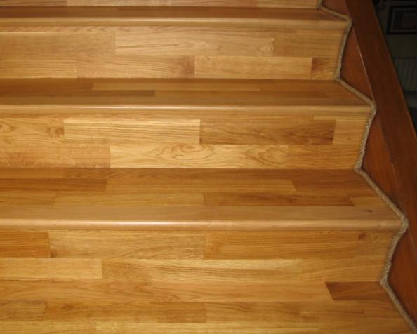 plinthe en corde de chanvre dans un escalier